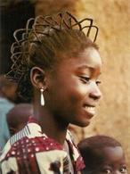 CPM . OUAHIGOUYA . JEUNE FILLE MOSSI . CARTE NON ECRITE - Burkina Faso