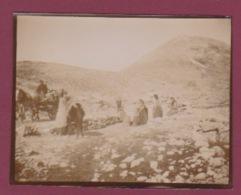 250518 - PHOTO 1905 - MONTENEGRO Monténégriens à La Fontaine Près NIEGOCH - Montenegro