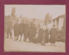 250518 - PHOTO 1905 - MONTENEGRO CETINJE CETTIGNE Groupe D'indigènes - Montenegro