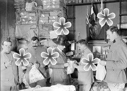 PHOTO(RETIRAGE) Septembre 1918 DINAN 22 COTES D'ARMOR  COUVENT HOPITAL .ON CHOUCHOUTE LES BLESSES ! - Reproductions