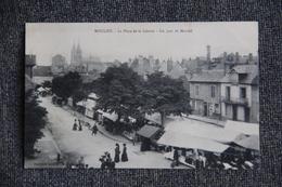 MOULINS - Place De La Liberté, Un Jour De Marché. - Moulins
