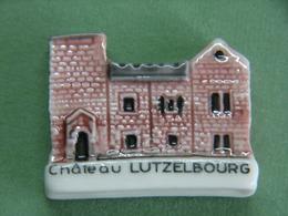 Fève - Série Pays De SARREBOURG Le Château De LUTZELBOURG - Ville Lutzelbourg 57 Moselle - Fèves