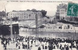 44 - Loire Atlantique -  SAINT NAZAIRE - Aspect De La Place Du Bassinau Moment De La Sortie D Un Transatlantique - Saint Nazaire