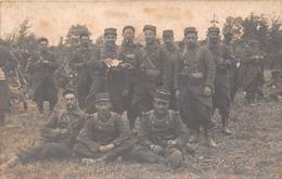 ¤¤   -  Carte-Photo Militaire Non Située   -   Groupe De Soldats En Uniforme  -  131 Sur Les Cols Et Képis   -  ¤¤ - Militaria