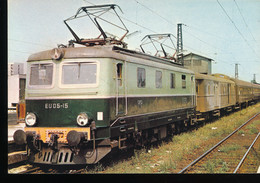 Elan Du Confluent -- Train Varsovie -- Berlin Au Depart De La Gare De Warszawa Schodnia - Trains