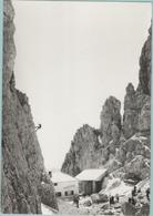 CPM:   DOLOMITI  (italie):  Refuge Toni DEMETZ. (escalade)   (photo Véritable).    (E 456) - Escalade