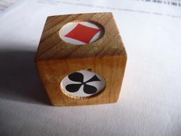 CUBE MARQUEUR Bois Pour Jeux De Cartes (Belotte) Rappel De L'atout. - Playing Cards (classic)