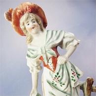 ~ STATUETTE FEMME AU PANIER EN FAÏENCE - Statue Sculpture - Autres