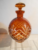 CARAFE-FERMEE-EN-VERRE-AMBRE-TAILLE-21-CM-ANCIENNE - Glass & Crystal