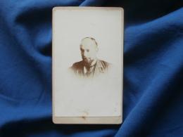 Photo CDV Sans Mention Photographe  Portrait Homme Chauve  Regard Vers Le Bas - CA 1895 - L381 - Photographs