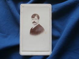 Photo CDV Sans Mention Photographe  Portrait  Homme  Belle Moustache - CA 1895 - L381 - Photographs