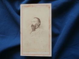 Photo CDV  Photographe Bourne ? Portrait Homme  Grosse Barbe - Sec. Empire - CA 1865 - L381 - Photographs