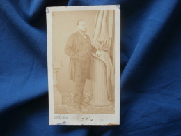 Photo CDV  Morel Eleve Disderi Paris  Homme élégant  Main Dans La Poche De Son Pantalon - Sec. Empire - CA 1865 - L381 - Photographs