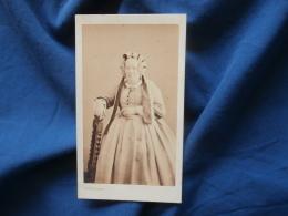 Photo CDV  Petit à Nice  Femme âgée Portant Une Coiffe Avec Des Rubans - CA 1865 - L381 - Photographs