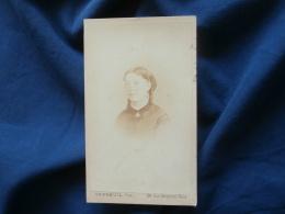 Photo CDV Bertrand Rue Dauphine Paris  Portrait Femme  Anglaises -  Signé Verdey - Sec. Empire - CA 1865 - L381 - Photographs