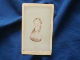 Photo CDV  Courreges à Bordeaux  Portrait Jeune Femme  Partiellement Colorisée  Tresse, Anglaises - CA 1875 - L382 - Photographs