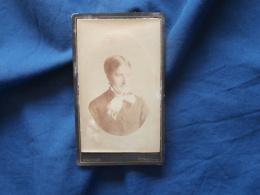 Photo CDV  Gauthier à Vienne  Portrait Femme  Noeud Avec Des Franges Autour Du Cou - CA 1880-85 - L382 - Photographs