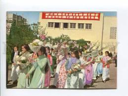 271685 VIETNAM HANOI Welcoming Friends Girls W/ Flowers Photo - Vietnam
