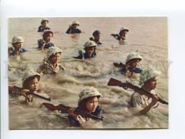 271695 VIETNAM HANOI Soldier Crossing River Hong Old Photo - Vietnam