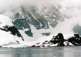 1 AK Antarctica Antarktis * Die Argentinische Station Almirante Brown - Paradise Bay * - Ansichtskarten