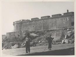 35. Saint-Malo. Grande Photo. Plage Et Remparts De Saint-Malo Après Guerre - Ca. 1950 - VR_C5_4 - Orte