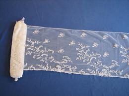 106 - Dentelle Ancienne - Laces & Cloth