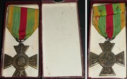 Ancienne Médaille Insigne En Bronze Croix Du Combattant Volontaire Avec Ruban 1914-18 1918, République Française WWI - France