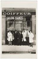 CPA Photo  COIFFEUR  Salon Pour Dames Maison RIVA Genève Animé Des Employés Coiffeurs Edit:  Sans - GE Genève