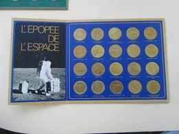 OBJET PUBLICITAIRE ANNEE  69/79 L'EPOPEE DE L'ESPACE COLLECTION DE 20 MEDAILLES + PRESENTOIR En TBE - Advertising