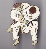 PIN'S  THEME JUDO  MOUVEMENT DE JUDOKAS - Judo