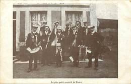 - Thèmes -ref-A504- Militaria - Conscrits Non Situé - Le Plus Petit Conscrit De France - Mauves - Orne -carte Bon Etat - - Régiments