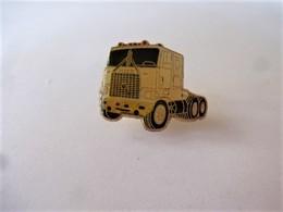 PINS CAMION TRACTEUR  / 33NAT - Badges