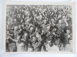 """(Seconde Guerre Mondiale - Libération De Paris - 1944) - Lot De 2 Photos """" Réddition, Arrestation De Soldats Allemands """" - Guerre, Militaire"""