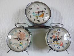 Lot 3 Réveil Animé Hero Made In China 1 (la Poule) à Réviser Et 2 Qui Fonctionnent. - Alarm Clocks