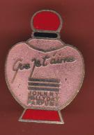 52916-Pin's.Johnny Hallyday.Parfum. - Celebrities