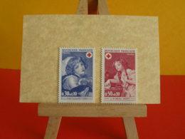 Timbres > 1971 N°1700/1701 Y&T > Lot Croix Rouge 1971 - Coté 1,60€ - France