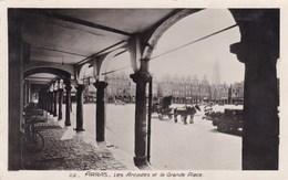 CPA Arras, Les Arcades Et La Grande Place (pk46649) - Arras