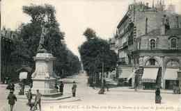 17   BORDEAUX - La Place Et La Statue De Tourny Et Le Cours Du Jardin Public - Bordeaux