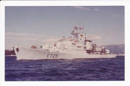 Carte De L' Aviso Escorteur Victor  Schoelcher ( Navire De Guerre  )( Format C.P.A ) ( Recto Verso ) - Guerre