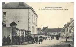 JP ~  17 ~   TRIZAY .  école Et Place De L' église . - Frankrijk