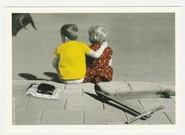 Photo Wijlick De 1966 Couple Enfants Assis Sur Trottoir Citroën DS Trottinette En Bois - Automobiles
