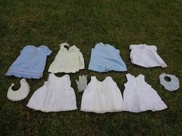Lot De Vetements Vintage De Bebe Ou Fillette Pour Poupee-poupon -robe- Bavoir Etc... Lot 8 - Autres Collections