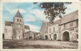 """CPA FRANCE 86 """" Monthoiron, L'église Et Un Côté De La Place"""". - France"""