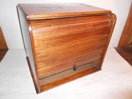 Bureau / ANCIEN RANGE COURRIERS AVEC FERMETURE A RIDEAU / NOYER / 33X26X30 CM - Autres Collections