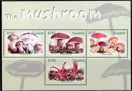 GUYANA ** - Funghi / Mushrooms -  Block Di 4 Val. MNH, Come Da Scansione - Funghi