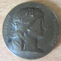 Médaille République Française Société Générale De Secours Mutuels - Bronze - Attribuée Le 8 Avril 1900 - Professionnels / De Société
