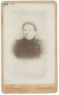 Photo CDV Portrait De Femme ( Photo Isnard, Carpentras ) - Personnes Anonymes