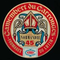 """Ancienne Etiquette Fromage Camembert Normandie Du Carrouges Fromages Du Lutin 61G Orne """"évêque, Mitre"""" - Quesos"""