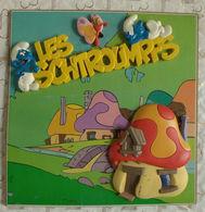 Les Schtroumpfs & Maison En Relief Plastique Sur Plaque Rigide. Décoration Porte - Autres Collections