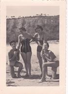 CARTOLINA - FOTO ORIGINALE DI PESARO -  DI TURISTI IN SPIAGGIA - 1954 - Pesaro